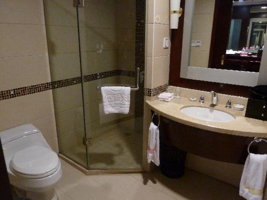 Chunlong International Hotel : Bathroom