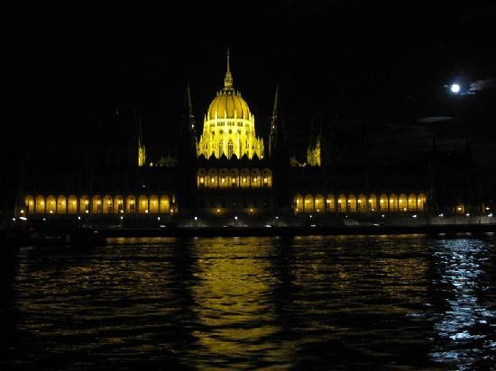 โรงแรมบูดาเปสท์ แมริอ็อต: Budapest Parliament