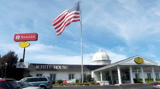 Ramada Richland Center: The white House!
