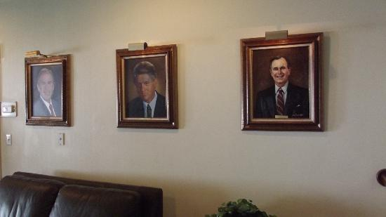 Ramada Richland Center: photos of the Presidents