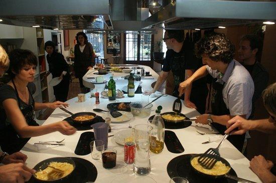 100 hands on cooking fotograf a de espai bois - Escuela cocina barcelona ...