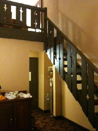 Best Western Cantebury Inn & Suites: the stairwell to our king loft
