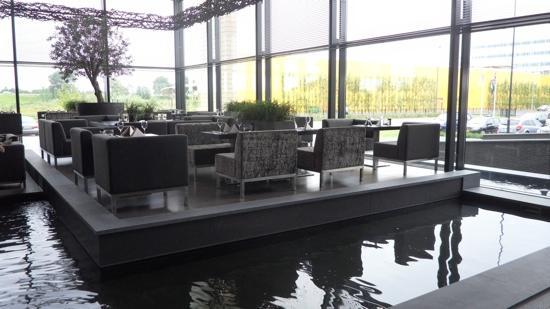 Van der Valk Hotel Duiven: eilandje bij binnenkomst hotel middelburg, helemaal geweldig!!!
