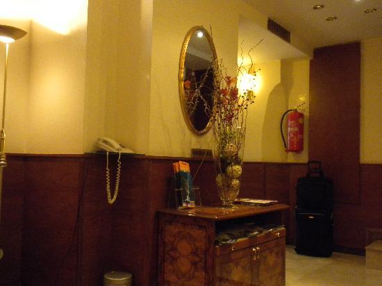 Marc Aurel: small lobby