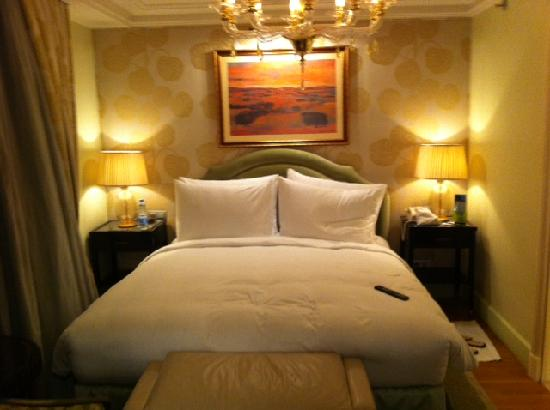 Kempinski Nile Hotel Cairo: very comfy bed