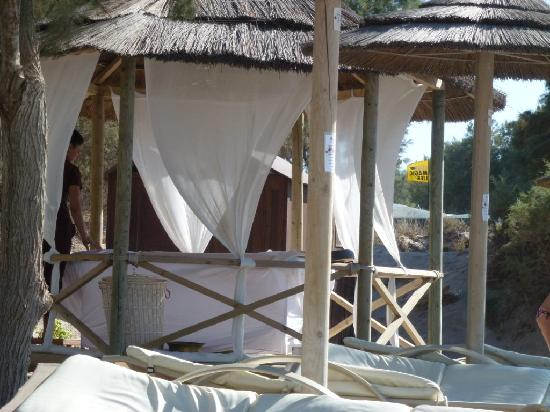 Sensimar Palazzo del Mare: Massage on hotel beach; recommended!