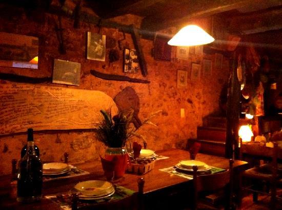 Tursac, France: notre table lors de notre passage
