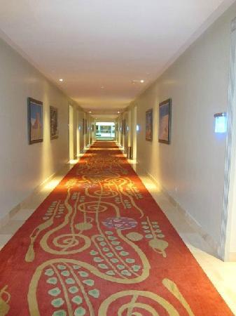Iberostar Grand Hotel Bavaro: Internal Hallway