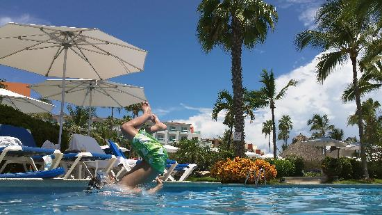 Hard Rock Hotel Vallarta: My son jumped in to the pool