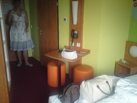 B&B Hotel Koblenz: Schreibtisch Zimmer 312