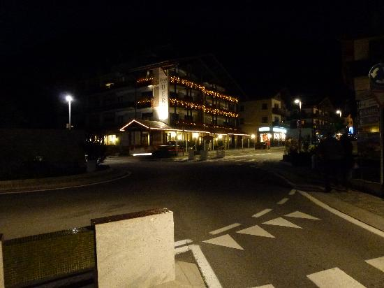 Hotel Derby: l'hotel da fuori by night