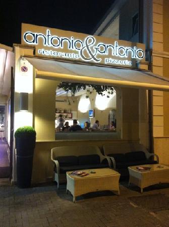 Antonio & Antonio: uno dei locali più belli ed eleganti di Caserta, pietanze buonissime, pizza ottima e un servizio