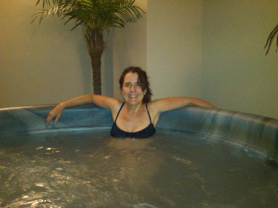 Red Rock River Resort: Nice hot tub!