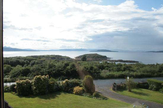 Craigmonie Bed and Breakfast: View from the B & B to Ilse of Skye