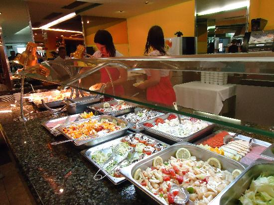 Hotel Benikaktus: Uitgebreid buffet