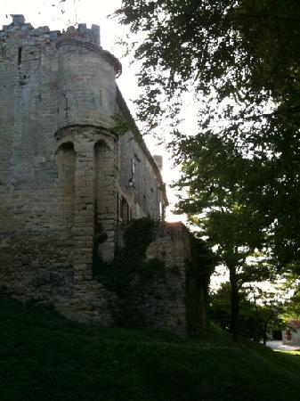 Hostellerie du Chateau de La Pomarede: aile droite du château de la pomarede