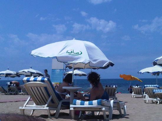 Staoueli, Argelia: un parasol de forture pour une euros l'entrée
