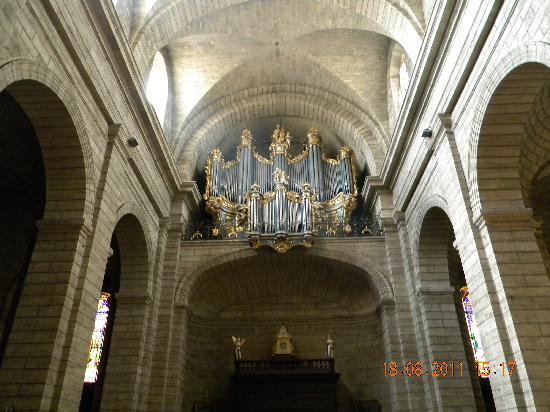 Interieur de l 39 glise picture of beziers herault for Interieur eglise