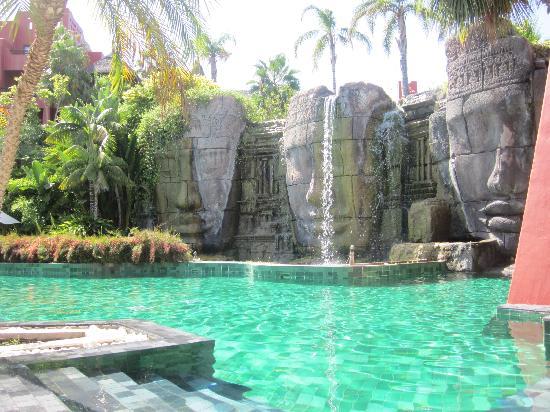 Asia Gardens Hotel & Thai Spa, a Royal Hideaway Hotel: piscina para adultos Angkor, de lo mejor del hotel!