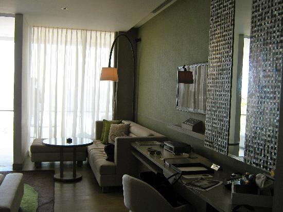 W Bali - Seminyak: Zimmer I Schrank