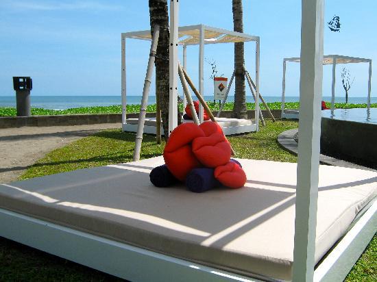 W Retreat & Spa Bali - Seminyak: Hotelstrand