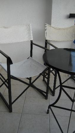 ‪‪Hotel Megali Ammos House‬: ditry chairs‬