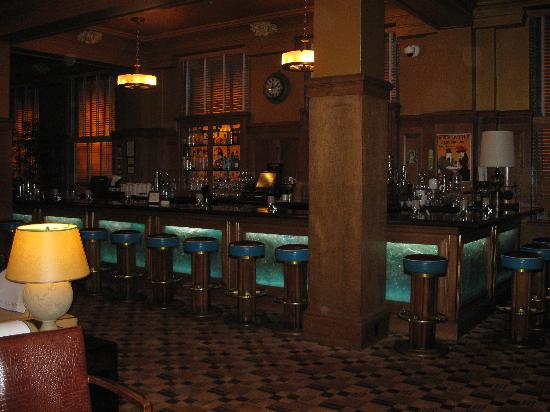 The Arctic Club Seattle - a DoubleTree by Hilton Hotel: Bar area