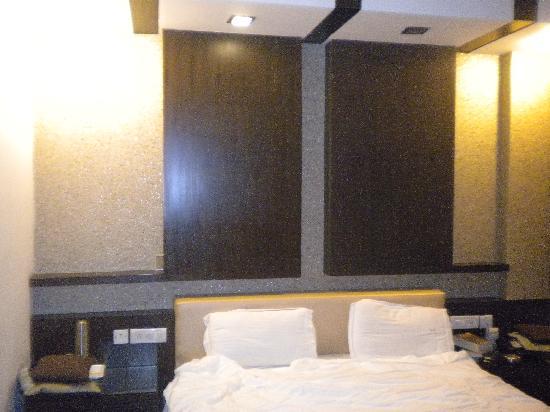 Hotel Delhi Pride: stanza matrimoniale