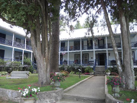 The York House Inn: Front Yard, Swing and Porch