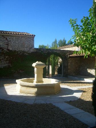 Residence Bastide des Chenes : La fontaine