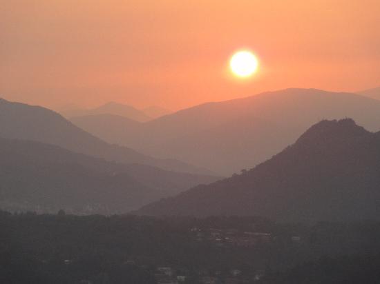 Hotel Brisino: Sonnenaufgang vom Zimmer aus