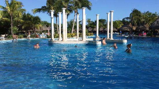 IBEROSTAR Paraiso Del Mar: The pool was just gorgeous.