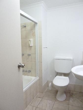 Comfort Inn Cairns City: Bathroom