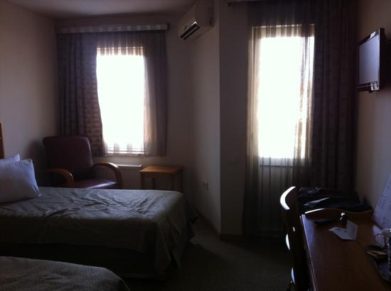 Canak Hotel: hotel room