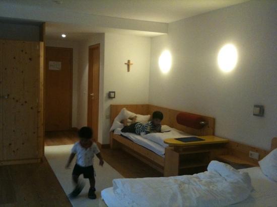 Hotel Handl : child's bed