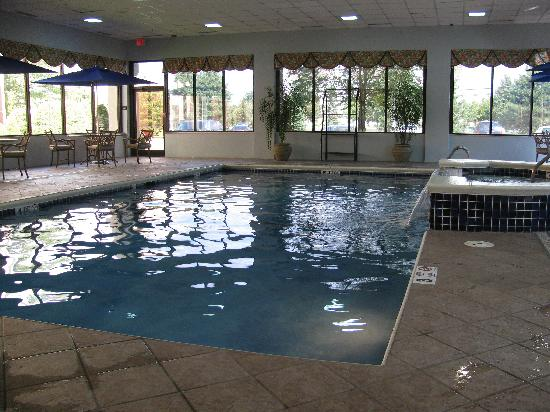 Hampton Inn Buffalo-Airport/Galleria Mall: CLEAN POOL AND WHIRLPOOL
