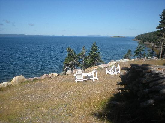 The Doctor's House Inn & Spa : Chairs By the Ocean