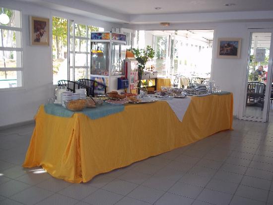 Apartments Habitat: Breakfast buffet