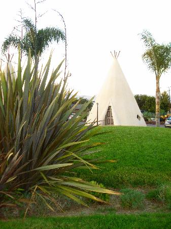 Wigwam Motel: outside room
