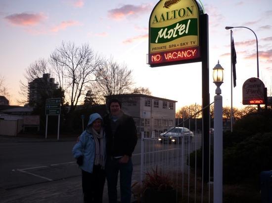 อาลตัน โมเต็ล: aalton motel