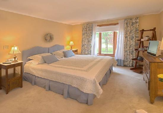 Cedar Gables Bed and Breakfast: Laura Secord Room