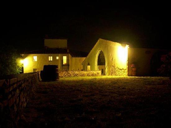 Agriturismo Poggiacolle: Poggiacolle by night