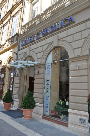 Hotel Central Basilica: The hotel is literally steps from the Basilica.