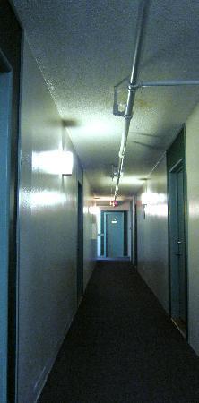 Maquinna Lodge: hallway