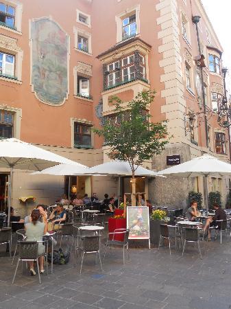 Nepomuks B&B Backpackers Hostel Innsbruck: café Nepomuks and Hostal