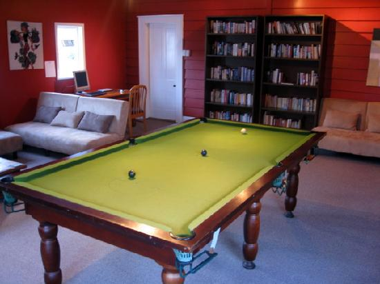 Lupton Lodge: Guest library with pool table, DVDs, PC, etc.