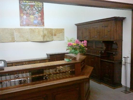 Giswil, Switzerland: Reception Desk