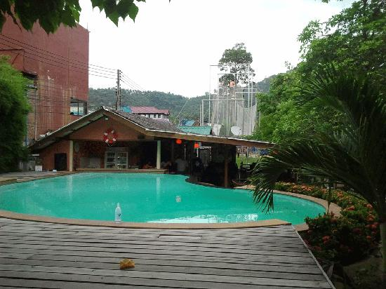 Koh Tao Backpackers Hostel: All Hostel customers are welcome to use the DJL swimming pool