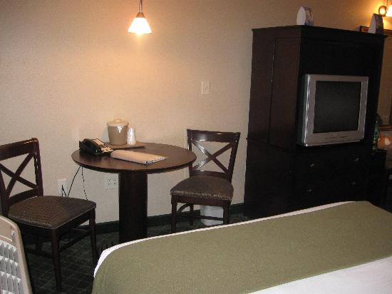 Holiday Inn Express Hotel & Suites Medford-Central Point: Room