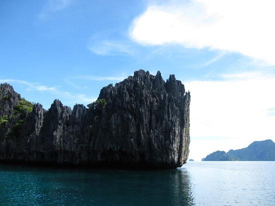 El Nido Resorts Miniloc Island: one of the  many limestone cliffs